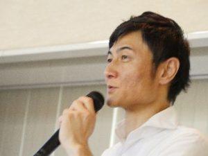 写真08:00000JAPANの講和をする大内副委員長